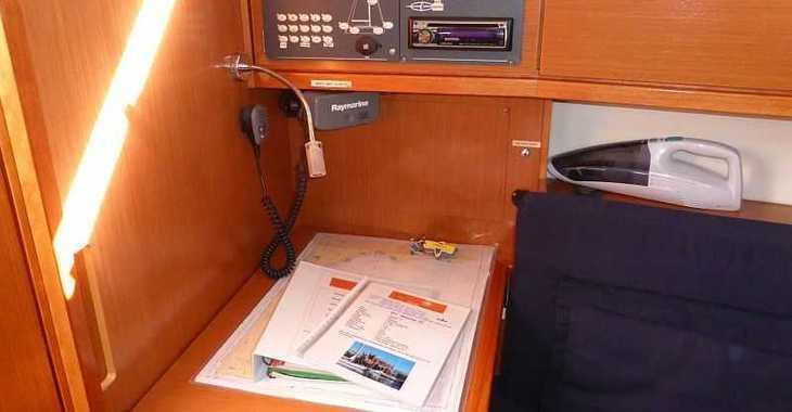 Rent a sailboat in Naviera Balear - Bavaria Cruiser 32