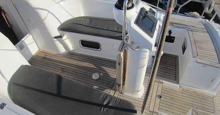 Rent a sailboat Hanse 325 in Naviera Balear, Palma de mallorca