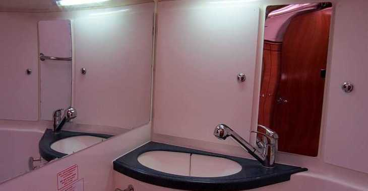 Rent a sailboat Bavaria 39 in Naviera Balear, Palma de mallorca