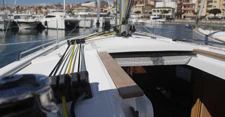Rent a sailboat in Club Nautic Cambrils - Oceanis 35.1