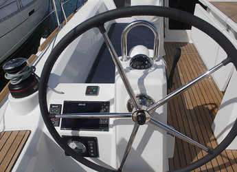 Rent a sailboat Oceanis 35.1 in Club Nautic Cambrils, Cambrils