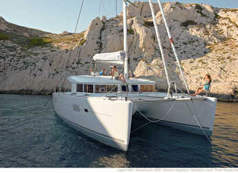 Rent a catamaran in American Yacht Harbor - Lagoon 400