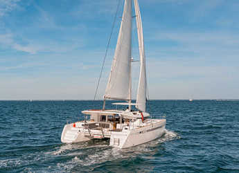 Rent a catamaran Lagoon 450S in American Yacht Harbor, Red Hook