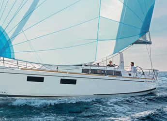 Rent a sailboat in American Yacht Harbor - Beneteau Oceanis 38.1