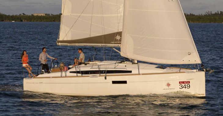 Rent a sailboat in Club Nàutic Estartit - Sun Odyssey 349