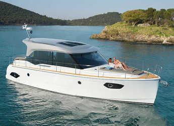 Rent a motorboat Bavaria E40 FLY in Marina Baotić, Seget Donji