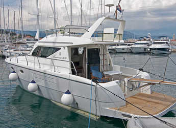 Rent a motorboat in Marina Kastela - Carnevali 36S Fly