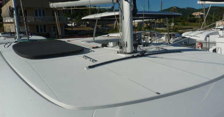 Rent a catamaran in Maya Cove, Hodges Creek Marina - Lagoon 42