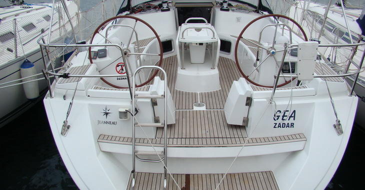 Rent a sailboat in Sea Cows Bay - Sun Odyssey Jeanneau 44i