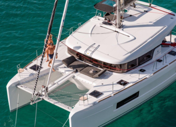 Rent a catamaran in JY Harbour View Marina - Lagoon 40