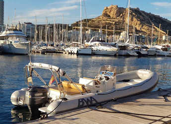 Alquilar neumática en Marina Deportiva Alicante - BWA 750