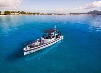 Rent a motorboat in Port d´Alcudia/Port de Alcudiamar Marina - Axopar 28 TT