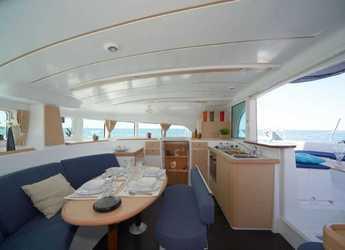 Alquilar catamarán Lagoon 38 en Puerto deportivo de Marbella, Marbella