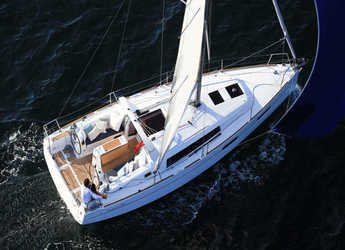 Rent a sailboat in Club Nàutic Estartit - Oceanis 35 Cruiser