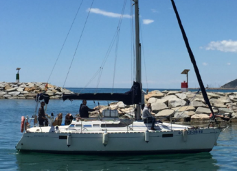 Rent a sailboat Oceanis 320 in Port Ginesta, Barcelona
