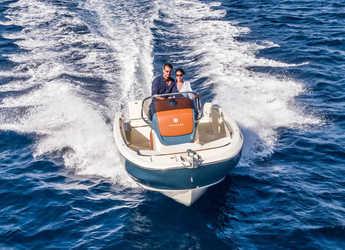 Chartern Sie motorboot Invictus 200FX in Port of Pollensa, Pollensa