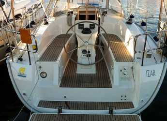 Rent a sailboat in Marina di Portisco - Bavaria 32