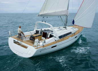 Rent a sailboat in Marina di Olbia - Oceanis 45