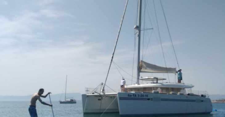 Rent a catamaran in Club Nautic Cambrils - Lagoon 450S  (Lunes a Domingo)
