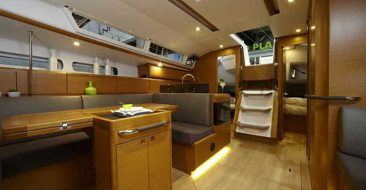Rent a sailboat in Paros - Sun Odyssey 439