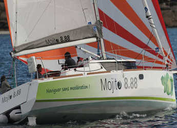 Rent a sailboat in Le port de la Trinité-sur-Mer - Mojito 888