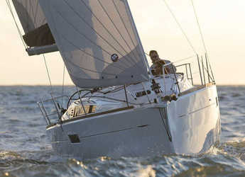 Rent a sailboat in Port Lavrion - Sun Odyssey 349