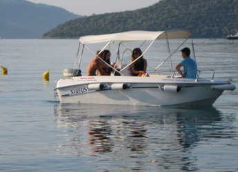 Rent a motorboat in Lefkas Nidri - Nhreys 4.4