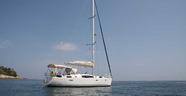 Rent a sailboat in Puerto de blanes - Oceanis 40