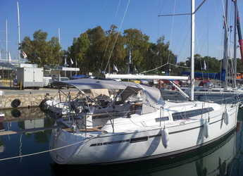 Rent a sailboat in Alimos Marina Kalamaki - Bavaria Cruiser 33