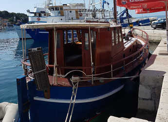 Alquilar lancha Classsic dalmatian boat en Sportska lučica Zenta, Split city