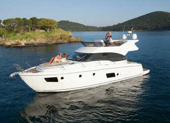 Rent a motorboat Bavaria Virtess 420 Fly in Alimos Marina Kalamaki, Athens