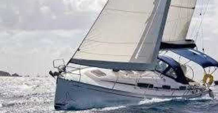Rent a sailboat in Lefkas Nidri - Bavaria 35