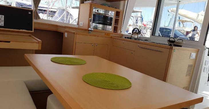 Rent a catamaran in Alimos Marina Kalamaki - Lagoon 400Lagoon 400