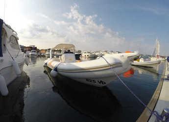 Alquilar lancha Bat 745 FB en Yacht kikötő - Tribunj, Tribunj