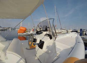 Rent a motorboat Bat 745 FB in Yacht kikötő - Tribunj, Tribunj