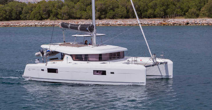 Rent a catamaran in Lefkas Nidri - Lagoon 42