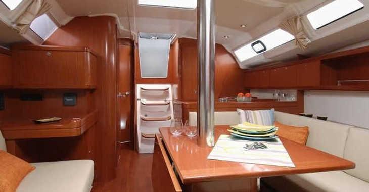 Rent a sailboat in Mykonos - Oceanis 37