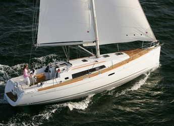 Rent a sailboat in Alimos Marina Kalamaki - Oceanis 37