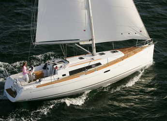 Rent a sailboat in Paros - Oceanis 37