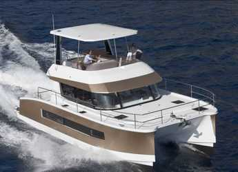 Rent a power catamaran in Road Reef Marina - Fountaine Pajot MY37