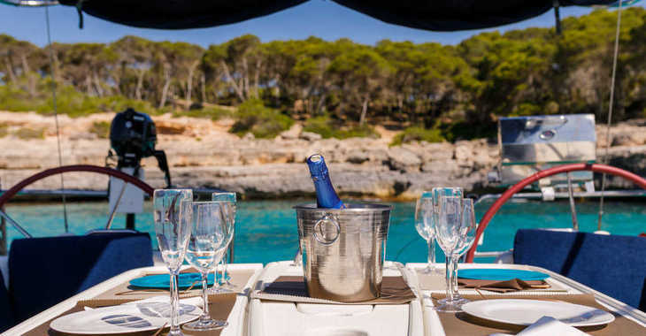 Rent a sailboat in Marina Cala D' Or - Cyclades 393