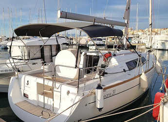 Rent a sailboat in Club Nautic Cambrils - Oceanis 31