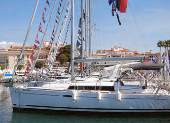 Rent a sailboat Oceanis 31 in Club Nautic Cambrils, Cambrils