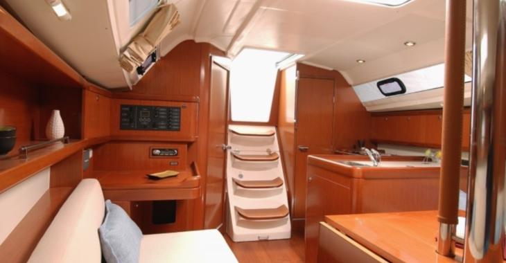 Rent a sailboat Oceanis 31 in Ibiza Magna, Ibiza (city)