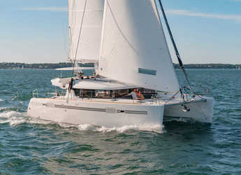 Rent a catamaran in American Yacht Harbor - Lagoon 450S