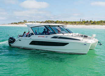 Rent a power catamaran in Nanny Cay - Aquila 36