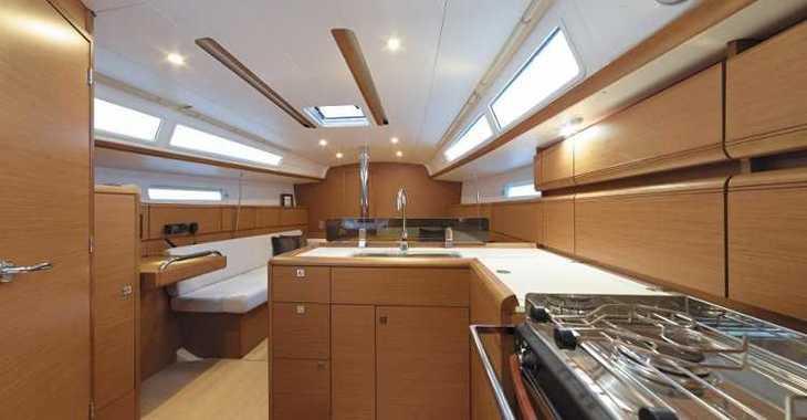 Rent a sailboat in Skiathos  - Sun Odyssey 389