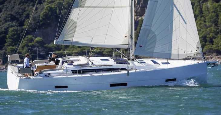 Rent a sailboat in Marina Mandalina - Dufour 430