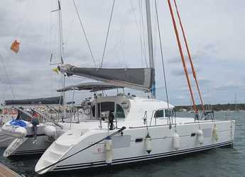 Rent a catamaran in Naviera Balear - Lagoon 380