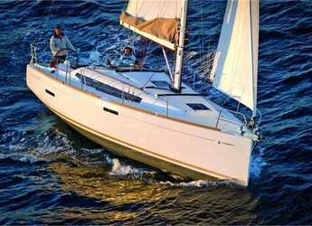Rent a sailboat in Portocolom - Sun Odyssey 389 (3Cab)